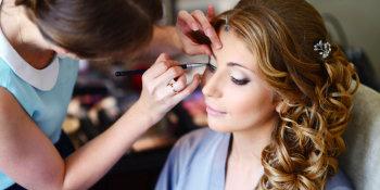 women doing make-up